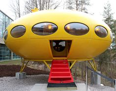 Futuro in WeeGee-museum (Espoo, Finland). Cities In Finland, Weegee, Prefabricated Houses, House Design, Cool Stuff, Architecture, 1970s, Buildings, Museum