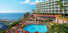 Huoneistohotelli Punta del Rey sijaitsee mäellä, rannan ja Puerto Ricon sataman yläpuolella. Monien mielestä sijainti on Puerto Ricon parhaimpia.