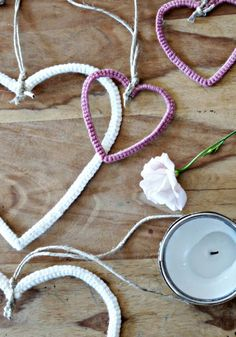 Hearts of wire and wool . Informations About Herzchen aus Draht und Wolle …. - my morningsun Pin Y Bathtub Decor, Decorating With Christmas Lights, Christmas Decorations, Stained Glass Lamps, Textiles, Diy Electronics, Shiny Hair, Pin Collection, Diy For Kids