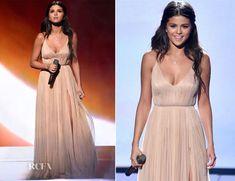 Selena Gomez In Giorgio Armani - 2014 American Music Awards - Red ...