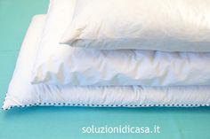 Ogni due o tre mesi e bene compiere una pulizia approfondita dei cuscini: leggete i nostri consigli per lavarli a mano o in lavatrice.