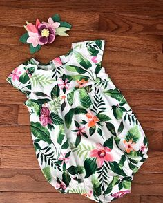 "The Cheeky Cub az Instagramon: ""A custom tropical headband to match this sweet romper 🌸🌿 #felt #baby #nursery #firstbirthday #tropical #handmade #durhamhomemademakers…"" Felt Baby, Tropical, Nursery, Rompers, Sweet, Handmade, Outfits, Dresses, Fashion"