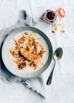In the winter I often need a hearty breakfast. This one coconut oatmeal with fried banana fully meets that. I think that now many people start their m. Healthy Breakfast Recipes, Healthy Baking, Healthy Snacks, Healthy Recipes, Healthy Sweets, Breakfast And Brunch, Overnight Oats, Coconut Oatmeal, Banana Coconut