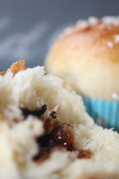 Fluffig-zarte Hefebuns mit Cookie-Schokoladen-Herz