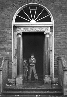 Image by Gerry Smith from Dublin Ireland Inner City, Gardiner Street tenament. Ireland Pictures, Images Of Ireland, Old Pictures, Old Photos, Vintage Photos, Dublin Street, Dublin City, Old Irish, Slums