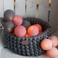 Dusty Rose  Lichterkette mit 20 Baumwollbällen in verschiedenen pudrigen Rosé-Tönen und Mittelgrau 24,99€ zzgl.Versand