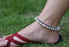 Silver Payal, Silver Anklets, Ankle Bracelets, Silver Bracelets, Silver Jewelry, Jewelry Design Earrings, Anklet Jewelry, Jewellery, Anklet Designs
