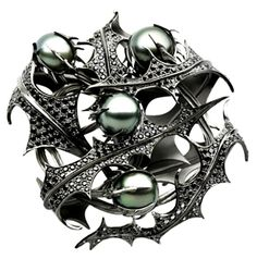 Bespoke Tahitian Pearl & Thistle Brooch by Shaun Leane for Sarah Jessica Parker Jewellery Uk, Jewelry Art, Jewelery, Fine Jewelry, Jewelry Design, Pearl Jewelry, Luxury Jewelry, Modern Jewelry, Alexander Mcqueen