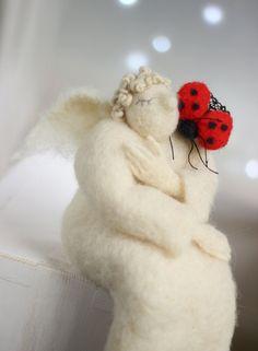 Nadelfilz, dass Angel - Valentin Doll - verträumte Engel mit Marienkäfer - Nadel Filz - Kunst-Doll - Valentine-Dekoration - weißer Engel