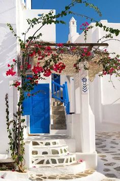 Home Exterior Colors Traditional greek house on Sifnos island, Cyclades, Greece.Traditional greek house on Sifnos island, Cyclades, Greece. Mediterranean Homes Exterior, Mediterranean Decor, Greek House, Greek Life, Greek Isles, Belle Villa, Exterior House Colors, Greece Travel, Santorini Travel