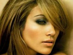 Sorry to disappoint, not a big Jlo fan, but her make up here is hot!