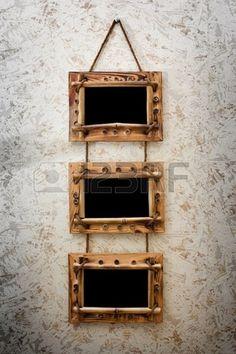 tres marcos vintage colgado en la pared de amarillo oscuro con textura Foto de archivo