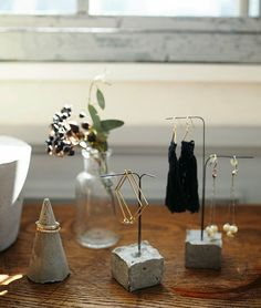 Pin by Patty Hsu on 水泥 Cement Art, Concrete Crafts, Concrete Art, Jewelry Organizer Wall, Jewelry Organization, Jewelry Holder, Accessories Display, Jewellery Display, Jewellery Storage