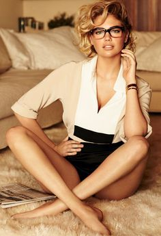 I was excited to see that Kate Upton has been tapped by Photographer Mario Testino for the cover of Vogue US for the June 2013 edition. Kate is one of my favorite models, she is gorgeous and actually looks like a human and not a walking bag of bones. Mario Testino, Vogue Covers, Cute Fashion, Look Fashion, Vogue Fashion, Petite Fashion, Sport Fashion, Ladies Fashion, Fashion Bags