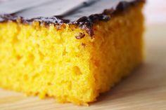 Vem conferir a receita do melhor bolo de cenoura do mundo. Receita infalível!