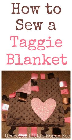 Learn how to make this easy taggie blanket to give as a gift at your next baby shower! A cute Christmas sewing pattern idea tutorial. DIY this holiday season, Baby Sewing Projects, Sewing Projects For Beginners, Sewing Hacks, Sewing Tips, Rag Wreath Tutorial, Tag Blanket Tutorial, Smocking Tutorial, Easy Baby Blanket, Baby Blankets