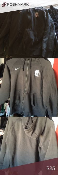 Nike hoodie (M) Nike hoodie, Thick material, has a G on the left side of the chest don't really know where it's from, I'm selling because I‎t does not fit me Nike Sweaters Zip Up