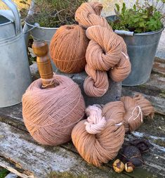 Dyeing Yarn, Textiles, How To Purl Knit, Knitting Yarn, Hibiscus, Lana, Diy And Crafts, Avocado, Fiber
