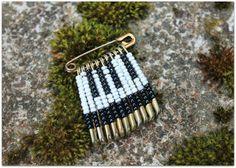 Haastetta+ja+historiaa Bobby Pins, Hair Accessories, Beauty, Historia, Hairpin, Hair Accessory, Hair Pins, Beauty Illustration