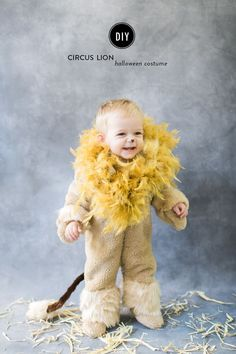 Using faux fur, a feather boa and a store bought snow suit, you can make this easy DIY children's lion costume for Halloween. Baby Lion Costume, Lion Halloween Costume, Halloween Kids, Halloween 2017, Happy Halloween, Halloween Party, Circus Family Costume, Family Costumes, Baby Costumes