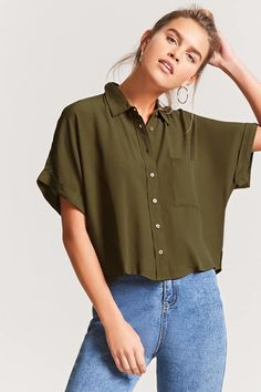Shop the latest olive shirt styles at Forever Explore the newest trends and essentials designed for any and every occasion! 80s Fashion Party, 70s Fashion, Latest Fashion Clothes, Korean Fashion, Fashion Outfits, Fashion Vintage, Cute Casual Outfits, Casual Dresses, Girl Outfits