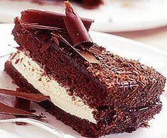 Bolo de Chocolate recheado com Chocolate Branco