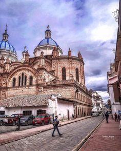 C a t e d r a l  #Cuenca #Ecuador #AllYouNeedIsEcuador #iPhone #street