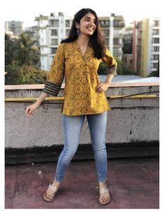 Short Kurti Designs, Simple Kurta Designs, Kurta Designs Women, Hindus, Kurti With Jeans, Casual Indian Fashion, Feminine Fashion, Casual College Outfits, Kurti Designs Party Wear