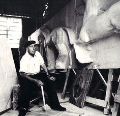 Victor Brecheret em seu estúdio - s/d