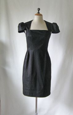 Vogue 8280 front of dress by Sunnygal Studio, via Flickr