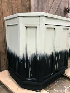 Learn how to paint furniture with a fun boho style paint drip effect. Get the look of dripping paint with this unique furniture painting technique. Paint Furniture, Unique Furniture, Furniture Projects, Furniture Makeover, Refinished Dressers, Dresser Refinish, Drip Painting, Painting On Wood, Dripping Paint