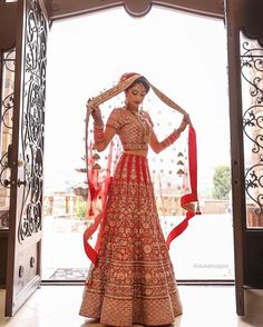 Super Ideas For Wedding Indian Outfit Lehenga Choli Colour Indian Bridal Outfits, Indian Bridal Wear, Asian Bridal, Indian Dresses, Bridal Dresses, Indian Clothes, Lehenga Choli, Red Lehenga, Indian Lehenga