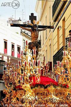 Las procesiones de la Semana Santa de Sevilla. http://arteole.com/blog/las-procesiones-de-la-semana-santa-de-sevilla/