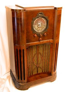 """Zenith Model 12-A-58 """"Baby Stratosphere"""" Console Radio (1936) Twelve tubes, dual speakers and 3 bands: longwave, standard broadcast and shortwave."""