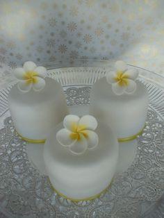 BABY FRANGIPANI WEDDING CAKES.... OMG.