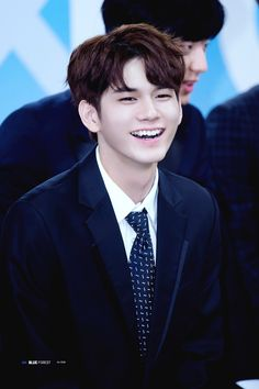 Wanna-One - Ong Seongwoo Ong Seung Woo, Dancing King, Ha Sungwoon, Smiles And Laughs, Squishies, Seong, 3 In One, Happy People, Is 11
