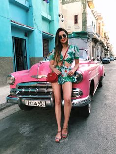 Musa do estilo: Brittany Xavier - Guita Moda Vacation Outfits, Summer Outfits, Cuba Outfit, Brittany Xavier, Cuba Cars, Cuba Fashion, Daily Fashion, Old American Cars, Cuban Culture