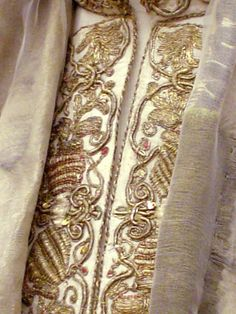 Tonya Mayberry--- Details on Louis and Mary of Hungary's outfits in Budapest