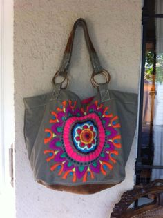 Mándala bordada Hippie Bags, Boho Bags, Potli Bags, Mexican Embroidery, Embroidered Bag, Crochet Purses, Printed Bags, Handmade Bags, Beautiful Bags