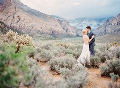 Las vegas wedding photographer, couples poses with epic landscapes, valley of fire, nevada desert wedding