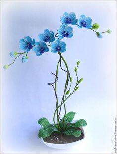 Плести мы с вами будет вот такую орхидеюПоказываю какие материалы я брала для нее.Вы можете выбирать цвета те , что нравятся или есть в наличии у вас.Вес пишу приблизительный.Так же нужны будут -достаточно прочные стержни для самих орхидей-нитки или флор. лента для их обмотки -стержни для веточек-флор.лента или гофр. бумага, в крайнем случае т/б для веточек-бусинки для серединок, 5мм в…