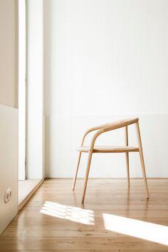Beech chair with armrests ARANHA - @brancastore