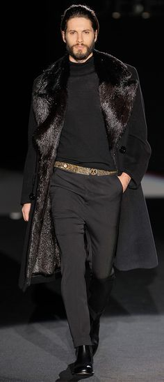 Roberto Verino Fall/Winter 2013. This is the type of coat that Sergei Diaghilev, impressario of the Ballet Russe and Vaslav Nijinsky's lover, would have worn