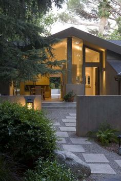 The Garfield Residence is the result of an inspired renovation of an 80`s home in the La Canada area of Los Angeles...