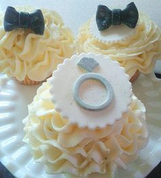 Bride groom cupcakes