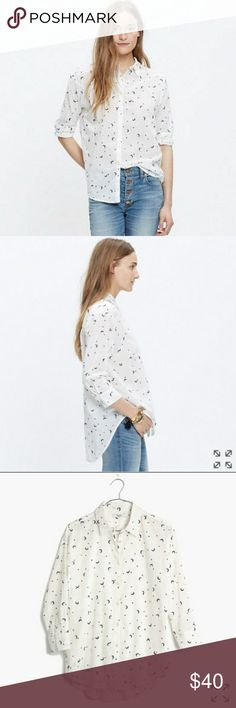 MADEWELL White Button Up Top with Celestrial Emb White button up blouse with 3/4 sleeves. Size large. True to size. Light weight cotton material. Very cute navy blue moon and stars embroidery pattern details. Great paired with jeans! Will post more pictures soon~ Madewell Tops Button Down Shirts