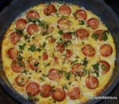 ТОП- 7 Блюд с сосисками  1. Запеканка из картофеля с сосисками:  Ингредиенты: - 5 картофелин - 4 сосиски - 2 яйца - 100 г твердого сыра - масло - зеленый лук - черный молотый перец - соль  Приготовление: Картофель очистить и отварить в подсоленной воде. Остудить, натереть на крупной терке и добавить взбитые яйца. Посолить, поперчить, перемешать. Выложить картофельную массу на смазанный маслом противень. Сверху разложить мелко порезанные сосиски. Посыпать натертым на мелкой терке сыром…