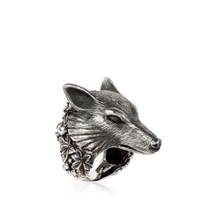 Ugo Cacciatori Wolf Ring (42.045 RUB) ❤ liked on Polyvore featuring jewelry, rings, accessories, animals, animal rings, ugo cacciatori, wolf jewelry, animal jewelry and wolf ring