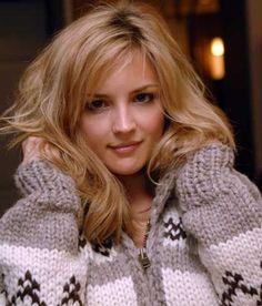 Rachael Leigh Cook pictures and photos Rachel Leigh Cook, Cook Pictures, Gros Pull Mohair, Cowichan Sweater, Icelandic Sweaters, Cool Summer Outfits, Sweater Making, Celebs, Celebrities