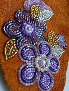 Image gallery – Page 378232068699143408 – Artofit Native Beadwork, Native American Beadwork, Loom Beading, Beading Patterns, Beaded Brooch, Beaded Jewelry, Tambour Embroidery, Embroidery Dress, Seed Bead Art